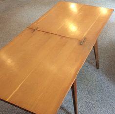 60-luvun avattava klaffipöytä avattuna . korkeus 73.5/71cm . syvyys 75cm . leveys 85/170cm . @kooPernu