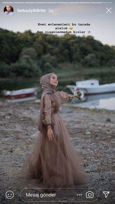 The word conjures up images of gorgeous Muslim girls with pretty scarves . Tesettür Gelinlik Modelleri 2020 - Tesettür Modelleri ve Modası 2019 ve 2020 Elegant Wedding Dress, Elegant Dresses, Wedding Gowns, Hijab Prom Dress, Prom Dresses, Hijab Fashion, Fashion Dresses, Hijab Stile, Simple Hijab