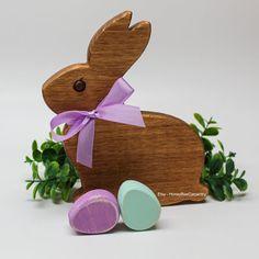 Gosto Disto!: Canecas artesanais que vão deixar seu café mais feliz Wooden Toys, Pottery, Etsy, Easter Bunny, Easter Table, Rabbits, Gifts, Mugs, Happy