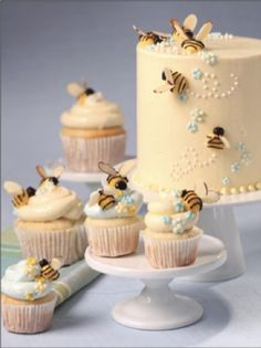 Honey Bee Cake and Cupcakes / Queen Bee Pretty Cakes, Beautiful Cakes, Amazing Cakes, Bee Cakes, Cupcake Cakes, Pig Cupcakes, Pink Cakes, Cupcake Party, Buttercream Decorating