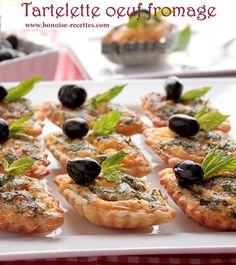 Bonjour, encore une entree pour ramadan 2013, elle est simple, facile, délicieuse et avec peu d'd'ingrédient. Pour plus d' idées gourmandes toujours pour ramadan, visiter ma catégorie cuisine algerienne et ma catégorie de quiches,tourtes,pizzas. Ingrédients... Yummy Appetizers, Appetizers For Party, Plats Ramadan, Tunisian Food, Algerian Recipes, Algerian Food, Arabic Food, Appetisers, Empanadas
