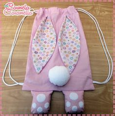 Carmela Caramella : MOCHILA COELHO MOLDES Sewing Patterns For Kids, Sewing Projects For Kids, Sewing Hacks, Sewing Crafts, Diy Crafts For Girls, Bunny Crafts, Creation Couture, Craft Bags, Lol Dolls