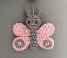 Mira lo que encontré en Freubelweb.nl: un patrón de ganchillo gratis de Troetels e . Crochet Baby Mobiles, Crochet Baby Toys, Crochet Diy, Crochet Patterns Amigurumi, Crochet Crafts, Crochet Dolls, Crochet Projects, Crochet Animal Patterns, Crochet Animals