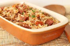 """De acordo com a Wikipedia, """"o arroz carreteiro (ou arroz-de-carreteiro) é um prato típico da culinária brasileira, originário do Rio Grande do Sul. Surgiu quando os carreteiros (transportador…"""