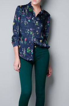 Love the botanical patterned shirt and hunter green skinnies.