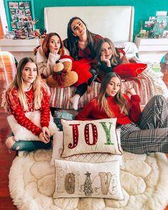 "Ventino on Instagram: ""¿Cuál es el mejor regalo que les podrían dar esta navidad? 🎄🎁"" Best Friend Photos, Best Friends, Cute Couples Photos, Couple Photos, Billie Eilish, Youtubers, Fashion Models, Joy, United Nations"