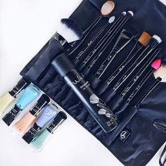 Pensa numa pessoa que ama pinceis! 🙋🏼🙋🏼🙋🏼 estava mt ansiosa para testar os 11 novos modelos de pinceis da @vult_cosmetica mt mt amô! E ainda tem o limpador de pinceis e 5 tons candy color de esmaltes na tendência #ILoveCandy! Tem post lá no blog com todos os lançamentos:http://unhabonita.com.br/esmaltes-vult-26-novas-cores/ #VultNovosPinceis #VultUnhasCandy #VultNails #Vult