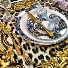 Palazzo Pitti Tableware Collection #robertocavalli #robertocavallihome #tableware #luxury #fashion #iconicfurniture #homedecor #madeinitaly #australia #palazzocollezioni