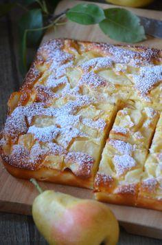 Gâteau moelleux à la poire - Le blog de C'est Nathalie qui cuisine Mousse Au Chocolat Torte, Cake Recipes, Dessert Recipes, Cupcakes, French Food, Soul Food, Delicious Desserts, Cheesecake, Deserts