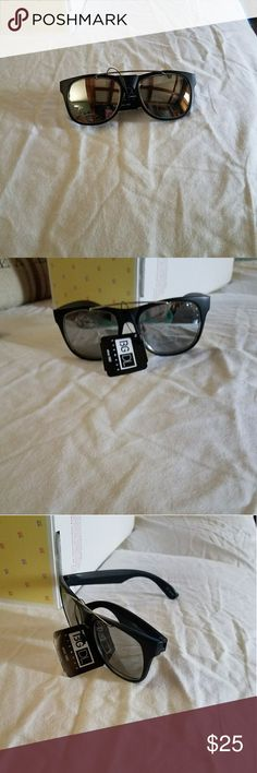 🕶New Black / silver Mirrored sunglasses New Black / silver Mirrored sunglasses   Black frame with silver Mirrored lenses New with tags  I do bundle and offers are welcome Boutique Accessories Glasses