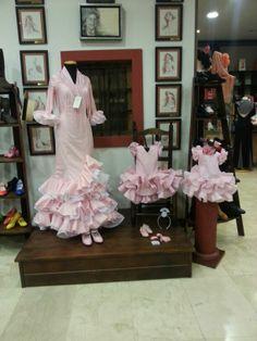 Os presento la nueva colección en trajes de gitana con el estilo de nuestra casa.Trajes de bebe y hasta dos años. 35.00€ Y para nuestras jovencitas por tan sólo 150.00€ Gypsy, Sewing Patterns, Boho, Kids, Dresses, Fashion, Home, Flamenco Dresses, Style