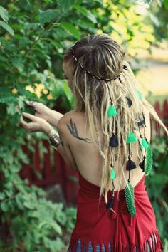 flowers instead of feathers?Leather and Feather Native Headband with Green and Black Feathers Hippie Boho Gypsy Temptress - Headpiece / Headdress. Boho Hippie, Boho Gypsy, Hippie Style, Hippie Hair, Hippie Love, Bohemian Mode, Hippie Chick, Gypsy Style, Bohemian Style