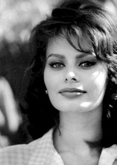 The beaity actress of Italy #SophiaLoren; she an great star of cinema of all time it in old photo