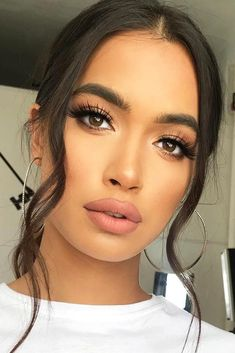 Do you have olive skin? Then we can tell you that you are super lucky. It means that your skin has this exceptional glow of its own and it is unlikely to turn red. But every complexion is complimented differently. Today we will discuss how to pick the most flattering makeup for the olive complexion. #oliveskintone #makeupideas #makeup