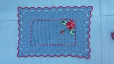 Tapete feito de crochê barbante nº6 100% algodão de excelente qualidade .tamanho 75x47  Pode ser feito na cor e tamanho da sua preferência  Qualquer dúvida entre em contato com o vendedor.