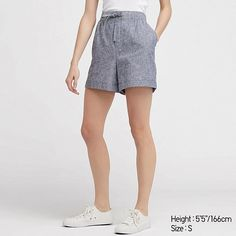 Light material with a natural texture.- Features the light, cool feel of linen and the natural softness of cotton.- Loose around the waist, with a flared hem. Linen Shorts, Cotton Shorts, Short Skirts, Short Dresses, Jupe Short, Lookbook, Bleu Marine, Natural Texture, Casual Shorts
