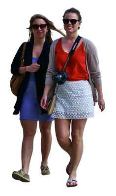 Tourist women with camera walking Pedro Ribeiro Simões/CC-Attribution