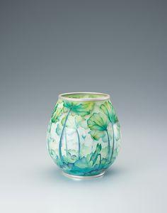 """【ギャラリージャパン】省胎七宝花瓶「蒼」をご紹介します。ギャラリージャパンは、日本が誇る最高の美""""伝統工芸品""""を世界へ発信します。人間国宝や工芸作家が作る優れた伝統文化作品(写真)をご覧ください。 Home Crafts, Arts And Crafts, Diy Crafts, Craft Work, Creative Crafts, Japanese Art, Decoration, Glass Art, Pottery"""