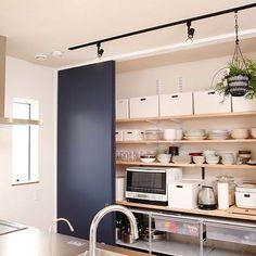 女性で、3LDKの100いいね!ありがとうございます♪/見せる派/松野屋/山善収納部/みせる派…などについてのインテリア実例を紹介。(この写真は 2017-02-13 10:13:30 に共有されました) Sweet Home Design, Home Room Design, Interior Design Kitchen, House Design, Kitchen Time, Home Decor Kitchen, Home Kitchens, Loft Furniture, Kitchen Furniture