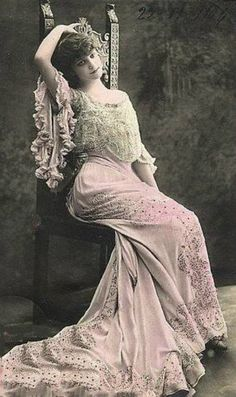 evelyn nesbit (Oh no it's not! A Timeless Beauty still) … Vintage Glam, Vintage Love, Vintage Beauty, Vintage Prints, Vintage Ladies, Vintage Woman, Vintage Pictures, Vintage Images, Vintage Postcards
