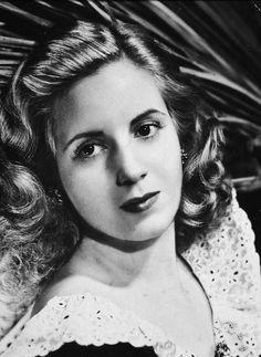 Fue la esposa del presidente argentino Juan Domingo Perón y Primera Dama de Argentina. Perón tuvo una participación importante para la aprobación del voto femenino en 1947.