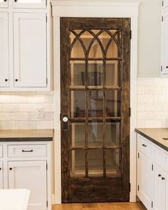 Does anyone else think this pantry door is just Gorgeous!!! Love ❤️ it!  Pinterest pic! #farmhouse #farmhousedoor #vintagedoor #pantrydoor #kitchen