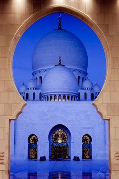 Sheikh Zayed Grand Mosque . Abu Dhabi, UAE