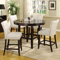 Apartment ideas: love the table and chairs