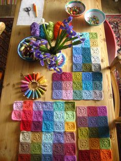 Attic24 Inspiration - solid granny squares blanket - leave a 30 cm tail on each to sew join them together at the end.