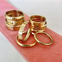 Det'nlarsens billede. Fine Jewelry, Jewellery, Minimalist Jewelry, Gold Rings, Charlotte, Wedding Rings, Engagement Rings, Jewelery, Jewelry Shop