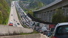 """Jetzt lesen: Autoclubs warnen vor """"Staustufe Rot"""" an Ostern - http://ift.tt/2o5iWNN #news"""