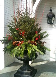 XMAS: Love this Christmas Urn . even a little Christmas tree in the middle! Noel Christmas, Winter Christmas, Christmas Ideas, Winter Porch, Winter Garden, Primitive Christmas, Christmas Tree Urn, Country Christmas, Christmas Urn Fillers