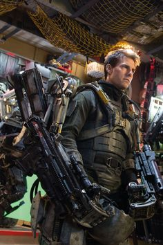 New Edge of Tomorrow Tom Cruise Emily Blunt Images. Hey guys I love this movie okay Tom Cruise, Iron Man Cartoon, Avatar, Edge Of Tomorrow, Future Soldier, Sci Fi Armor, Emily Blunt, Action Film, Space Marine