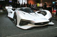 「RX-VISION」や「LM55 ビジョン グランツーリスモ」も登場。「東京オートサロン2016」における、マツダブースの主な出展車両を写真で紹介する。