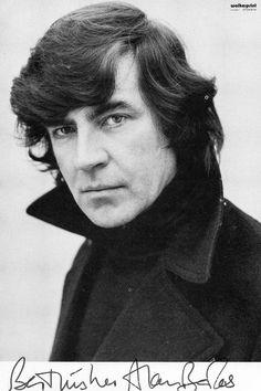 December 27 d. Alan Bates English actor (b. Alan Bates, British Actors, Celebs, Celebrities, Old Hollywood, Larry, Beautiful Men, Knight, Naked
