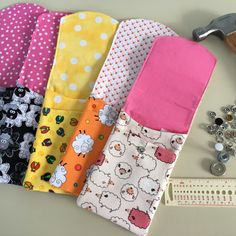 Cute little needle and hook cases all in a row. The lucky owner is going to 'gift' them to her crafty friends.
