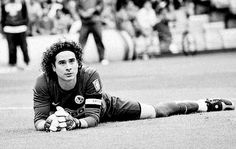 great goalie and sooo freakin hot, I want to have curly haired babies! Soccer Guys, Soccer Players, I Love The World, Handsome Celebrities, Football Is Life, Star Wars, Goalkeeper, Sport, Cute Guys
