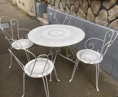 #garden #chair #iron #white #paris #puces #reims #retro #antiques #brocante #decor #decoration #epernay #france #french #home #homedecor #homestyle #interior #interioraddict #charm #myshop #old #pic #lunch #table by antiquites_brocante