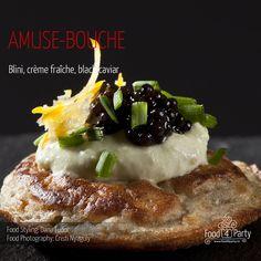 Blini creme fraiche black caviar Mini Appetizers, Creme Fraiche, Appetisers, Caviar, Food Styling, Steak, Food Photography, Breakfast, Party