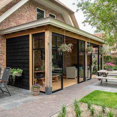 stalen serre Outdoor Garden Bar, Outdoor Decor, Lean To Conservatory, Gazebo, Pergola, Front Porch Makeover, Interior Garden, Interior Design Living Room, Outdoor Living