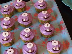 Monster cupcakes.. these look a bit easier to make than some of the other ideas ive found