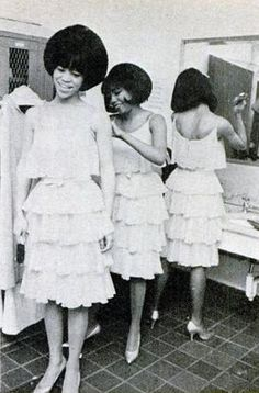 Supremes Preparing for the stage