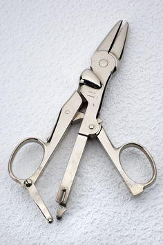 Doyen-type clamp used in hysterectomy, Paris, France, 1880-1910 -- www.seasonalhealth.com