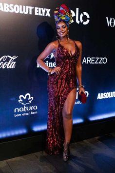 Cris Vianna usando um vestido com tecido importado da África