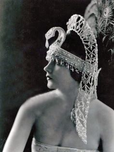 1920s American stage & screen actress Barbara La Marr died at the age of 29 from complications of drug and alcohol abuse.