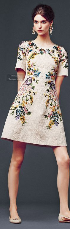 This is a simple dress design but the decorative floral design takes to to a new level, love it. www.sewingavenue.com/