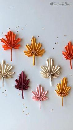 Te enseño a hacer estas facilísimas hojas de papel para recibir el otoño! Diy Crafts Hacks, Diy Crafts For Gifts, Paper Crafts For Kids, Diy Home Crafts, Diy Arts And Crafts, Creative Crafts, Paper Flowers Craft, Paper Crafts Origami, Flower Crafts