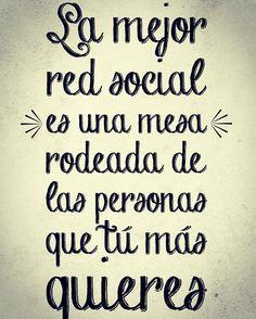 La mejor red social es una mesa rodeada de las personas que más quieres.  #MotivaciónInterna #TuCambioEsAhora