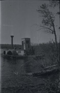 [Ferry docked at shore] | saskhistoryonline.ca