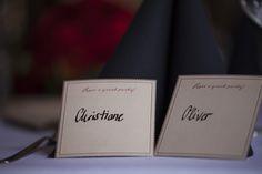 Elegante Platzkarten für Hochzeitsgäste #platzkarten #redneck #hochzeit #swing #schwarzweissrot #handschrift #handwriting #wedding #placecards #janefoxwerbeagentur #eventkomponisten